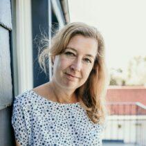 Anja Rieper Portraitfotografie auf dem Balkon der NDR Media GmbH.