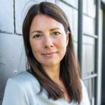 Anna Langemeier Portraitfotografie auf dem Balkon der NDR Media GmbH.