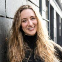 Dana Olshausen Portraitfotografie auf dem Balkon der NDR Media GmbH.
