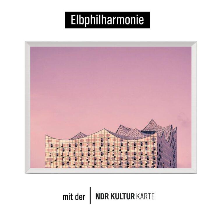 Social Media Post mit dem Bild des Daches der Elbphilharmonie