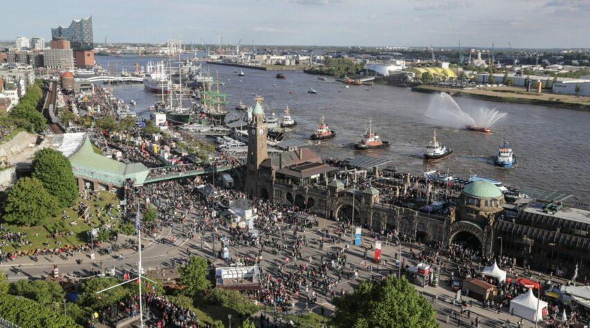 Hamburg Hafengeburtstag Fotografie von oben auf den Hafen.