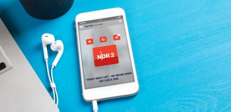 Handy beim Abspielen eines NDR 2 Hörangebots.