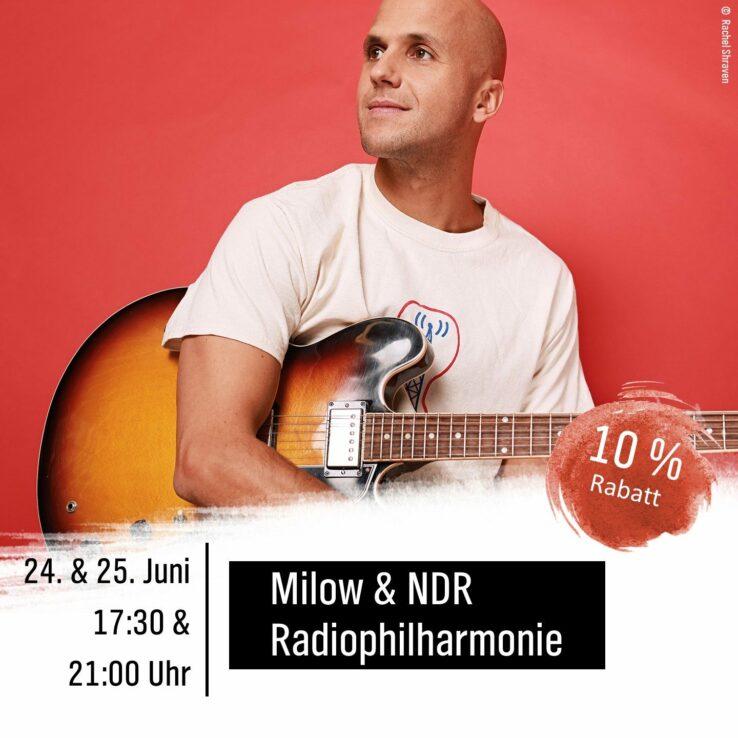 Porträt des Sängers Milow mit Gitarre vor rotem Hintergrund. Schrift auf dem Bild: Milow & NDR Radiophilharmonie am 24. und 25. Juni um 17:30 und 21 Uhr. 10% Rabatt.