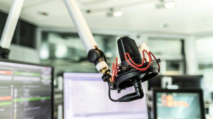 Bild eines Mikrofons in einem Radiostudio von NDR 2. Symbolbild zur Media-Analyse (ma Audio).